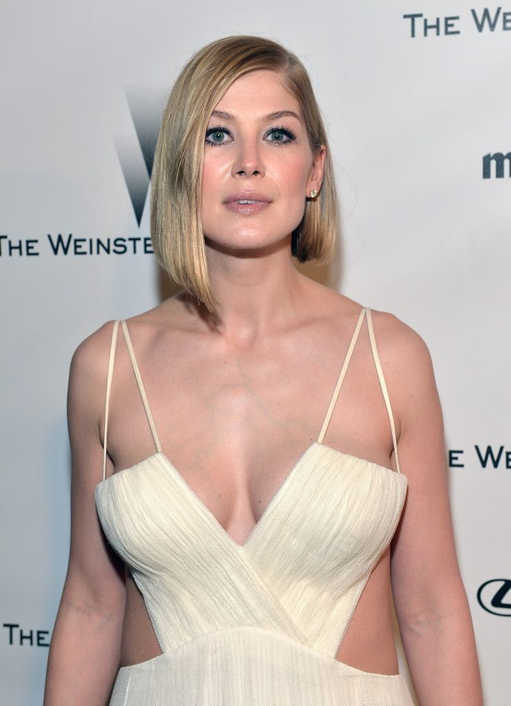 Rosamund Pike Sexy Images