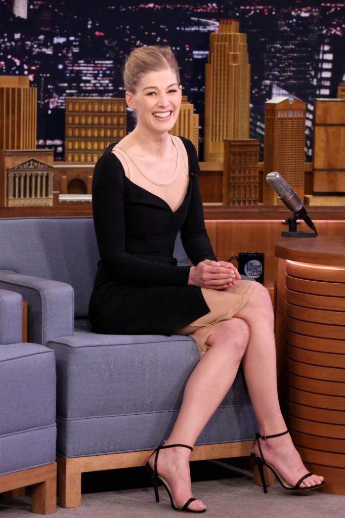 Rosamund Pike Sexy Legs Photos