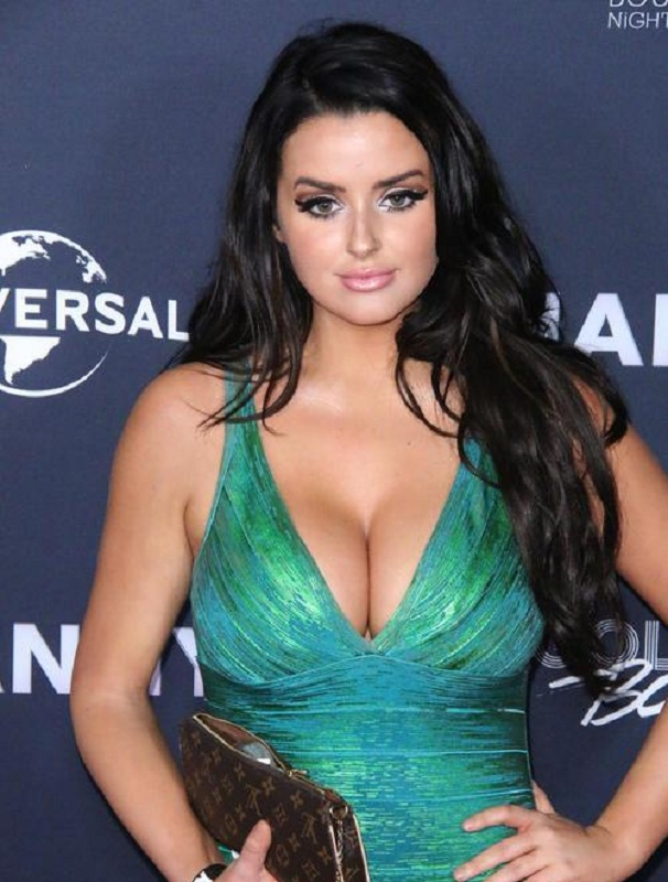 Abigail Ratchford Braless Images