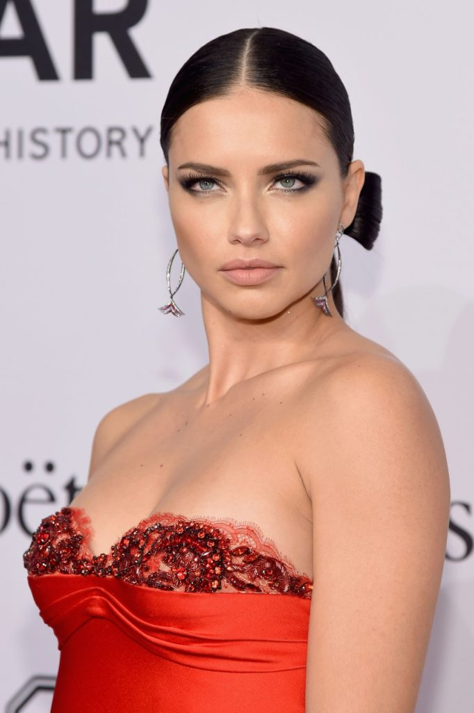 Adriana Lima Boobs Pictures