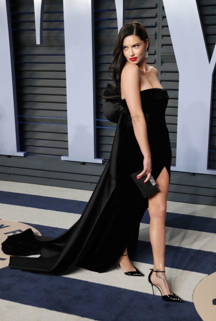 Adriana Lima Sexy Legs Pics
