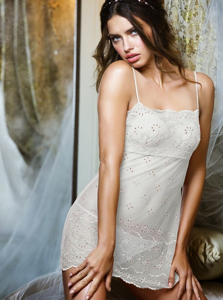 Adriana Lima Thighs Pics