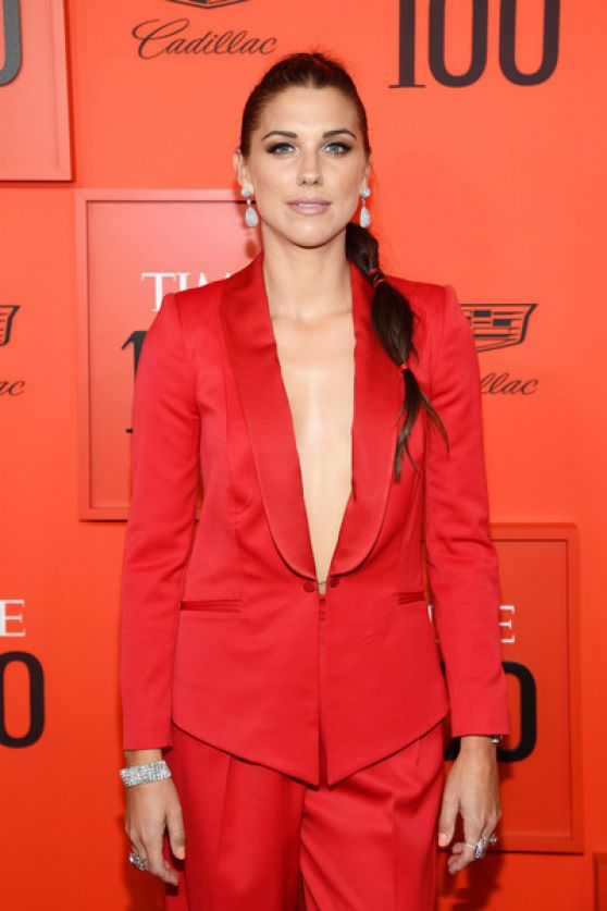 Alex Morgan In Red Clothes Pics