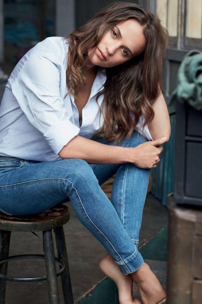 Alicia Vikander In Blue Jeans Images
