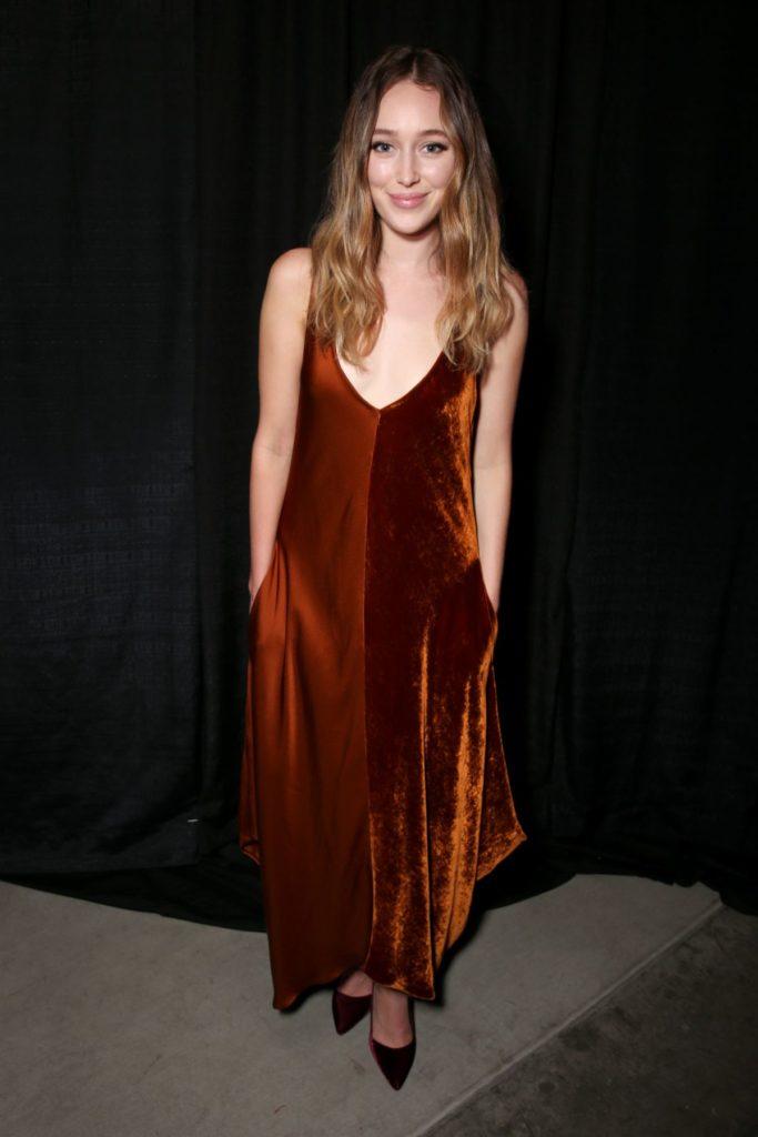 Alycia Debnam-Carey Leggings Pics