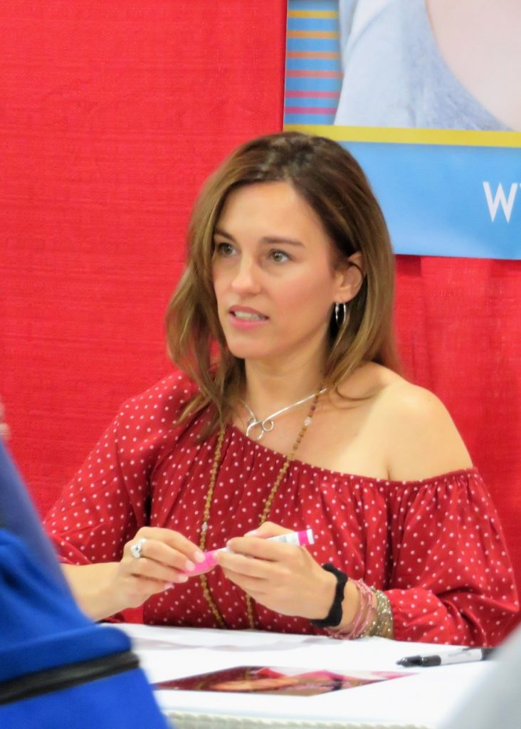 Amy Jo Johnson At Events Pictures
