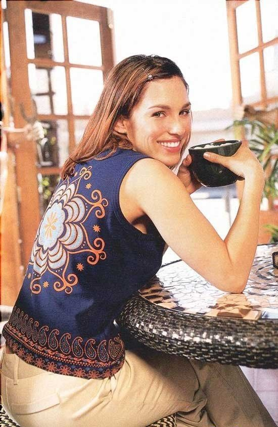Amy Jo Johnson Backside Pics