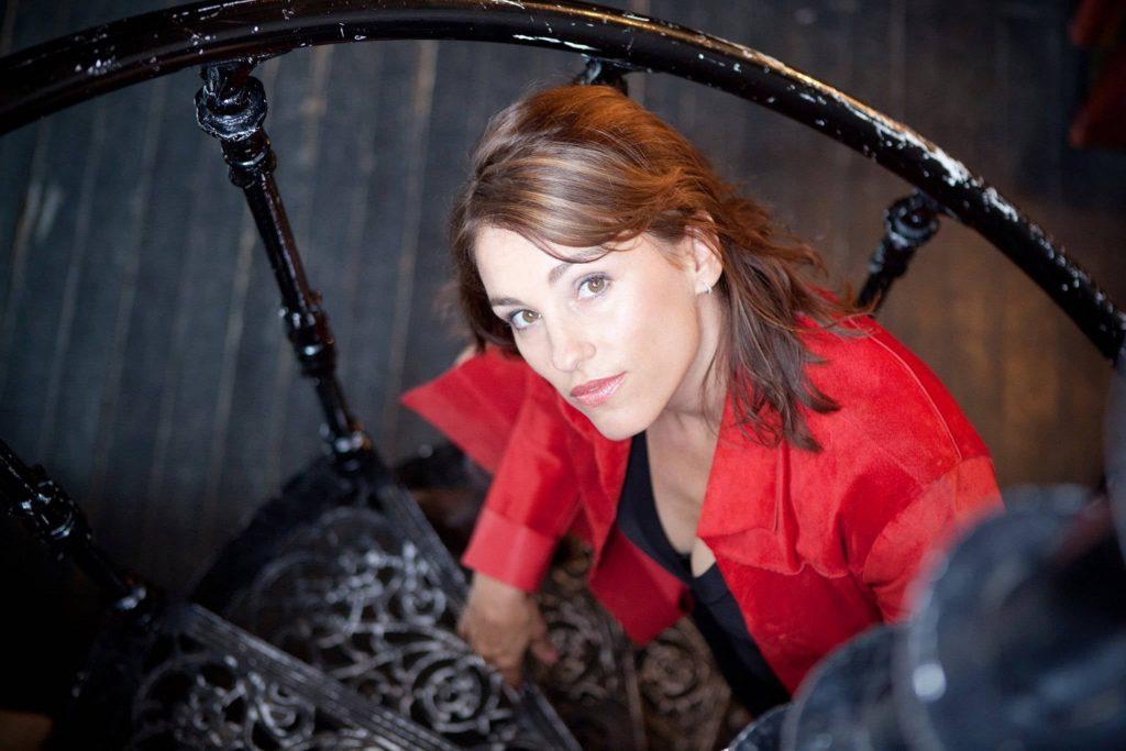 Amy Jo Johnson Cute Images
