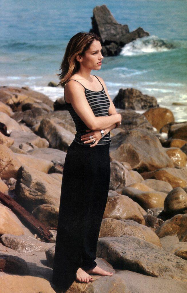 Amy Jo Johnson On Beach Pics