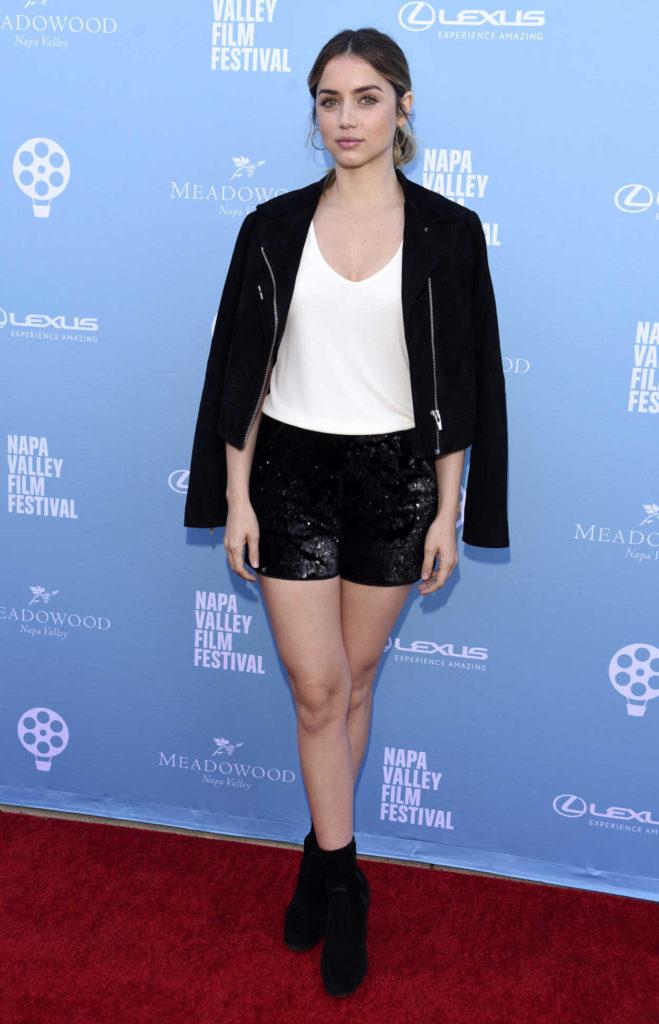 Ana de Armas In Shorts Pics
