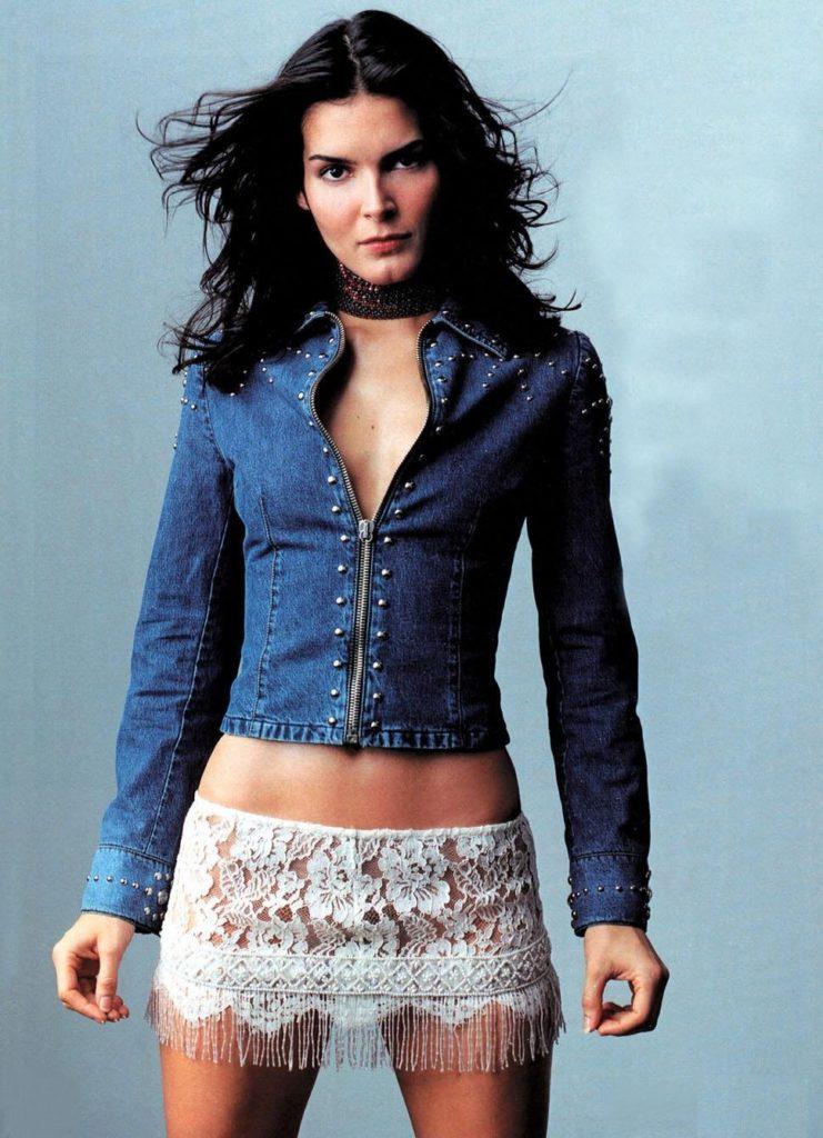 Angie Harmon In Bikini Wallpapers