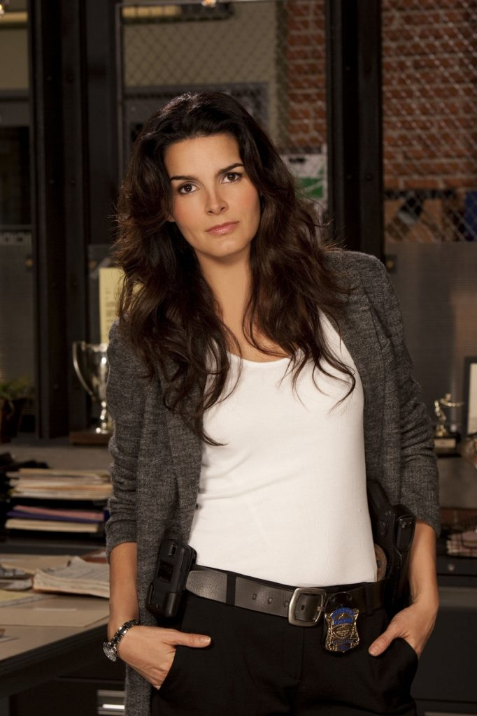 Angie Harmon In Jeans Top Pics