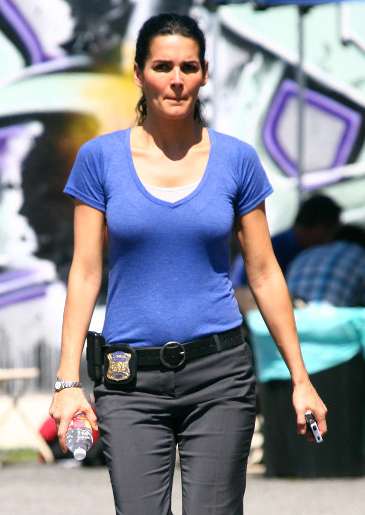 Angie Harmon Yoga Pants Pics