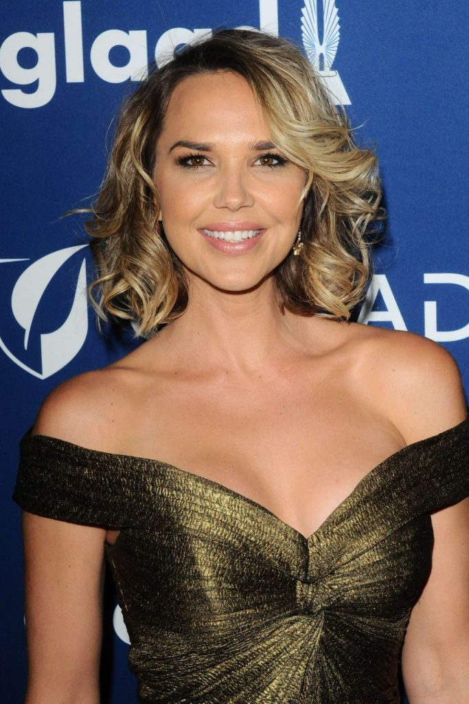 Arielle Kebbel Hot Cleavage Images
