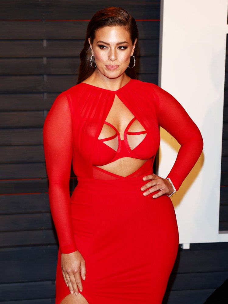 Ashley Graham Cleavage Images