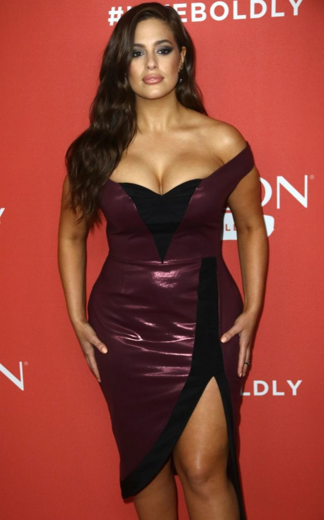 Ashley Graham Sexy Cleavage Pictures