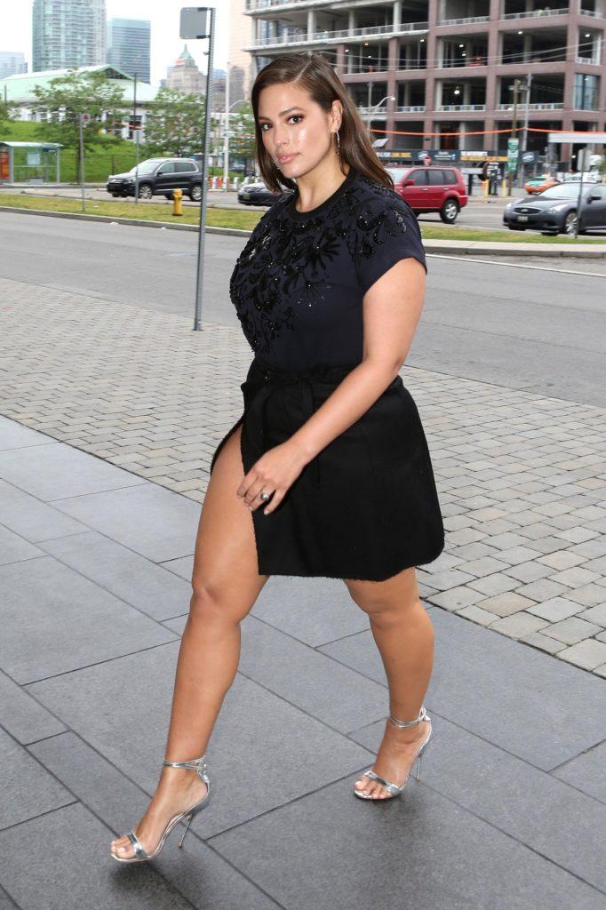 Ashley Graham Sexy Thighs Photos