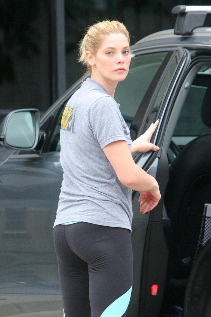 Ashley Greene In Yoga Pants Pics
