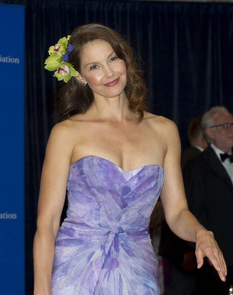 Ashley Judd Hot & Sexy Pictures