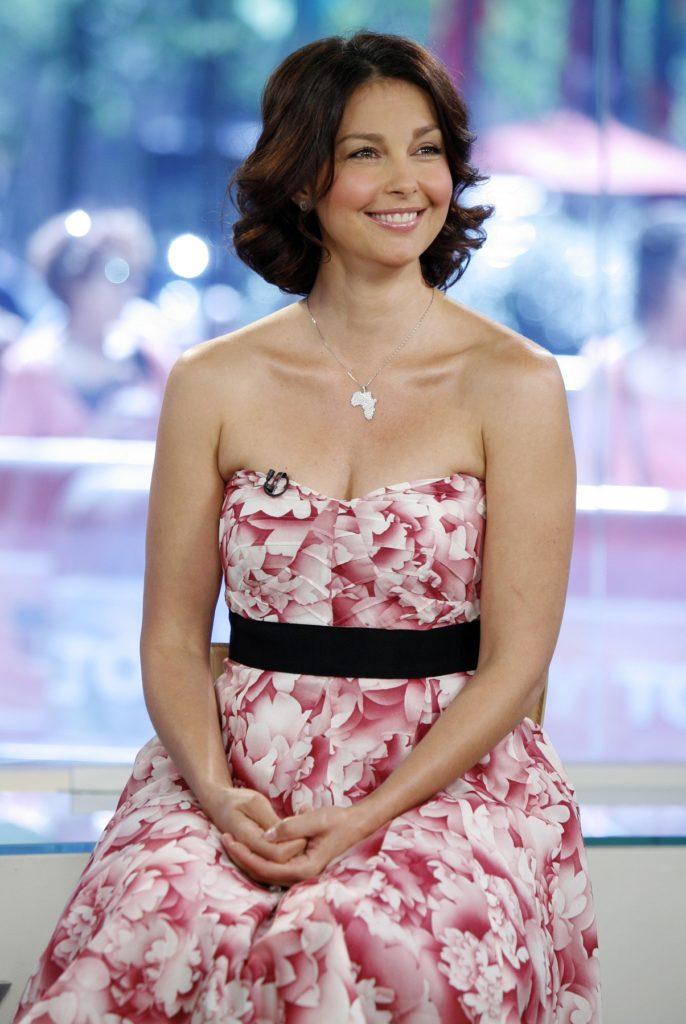Ashley Judd Stylish Pics