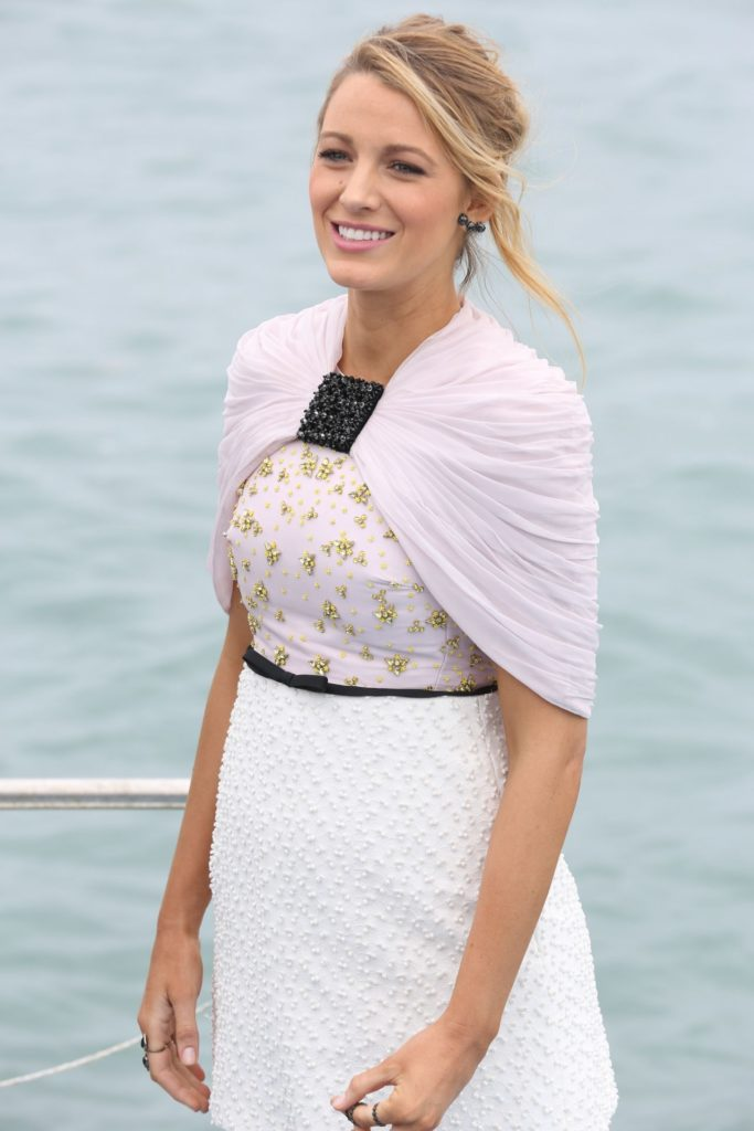 Blake Lively Beach Wallpapers