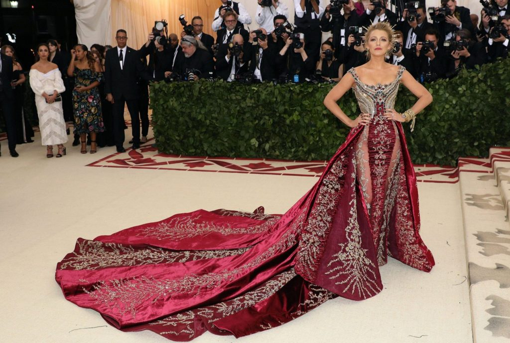 Blake Lively In Sexy Gown At Redcarpet Pics