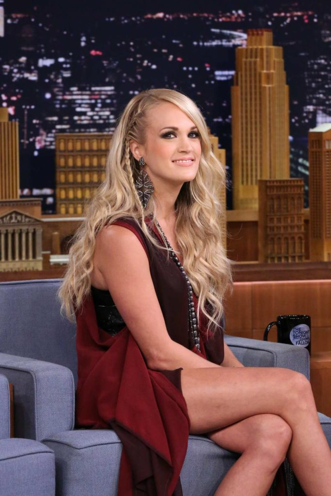 Carrie Underwood In Shorts Images