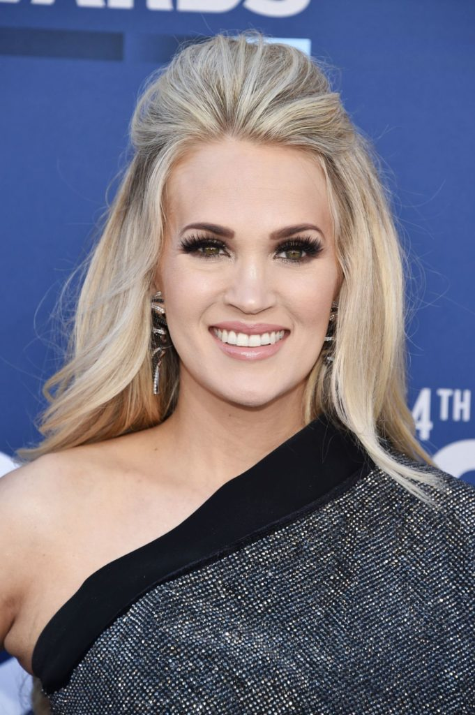 Carrie Underwood Offsholder Images
