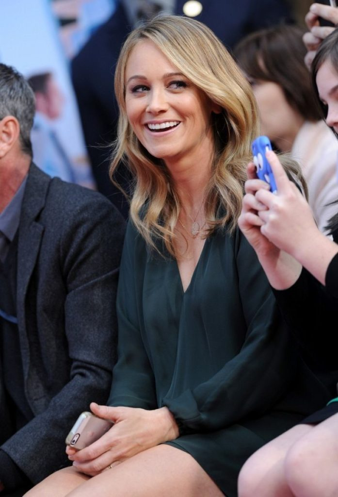 Christine Taylor Thigh Wallpapers