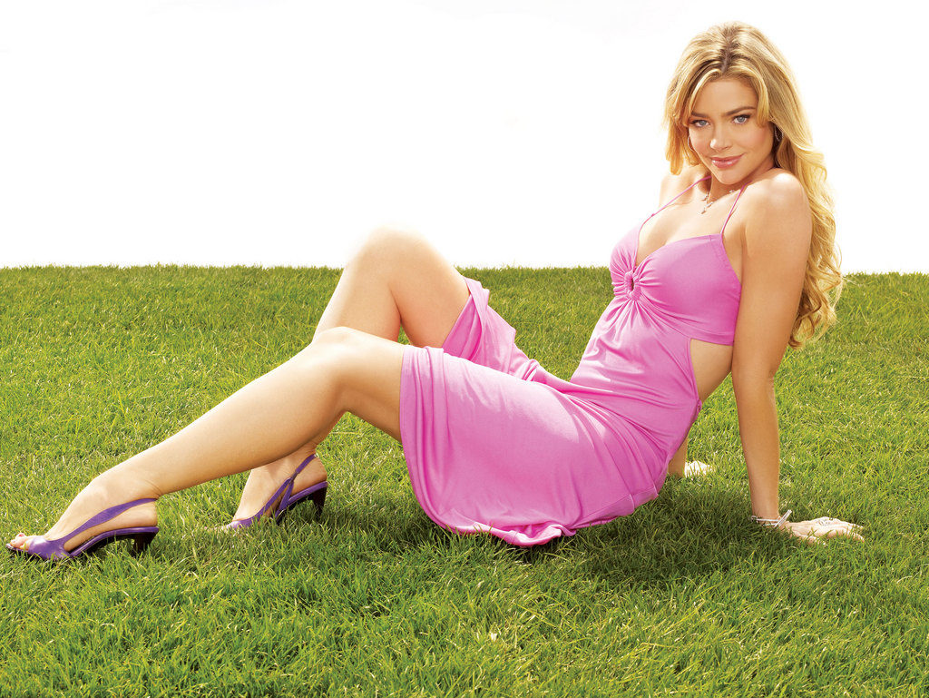 Denise Richards Hot & Sexy Wallpapers