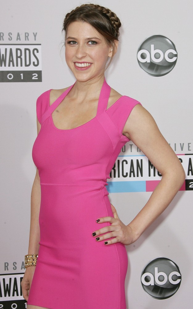 Eden Sher In Pink Clothes Pictuers