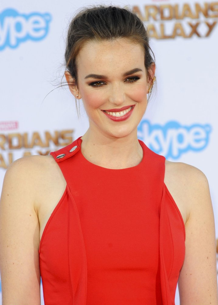 Elizabeth Henstridge Beautiful Images