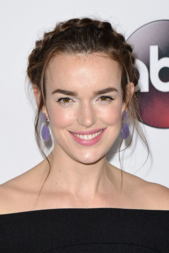Elizabeth Henstridge Cute Smile Pics