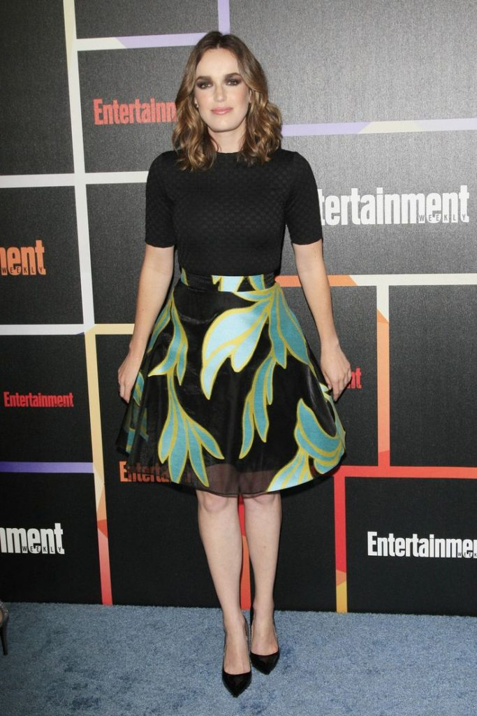 Elizabeth Henstridge Feet Pictures