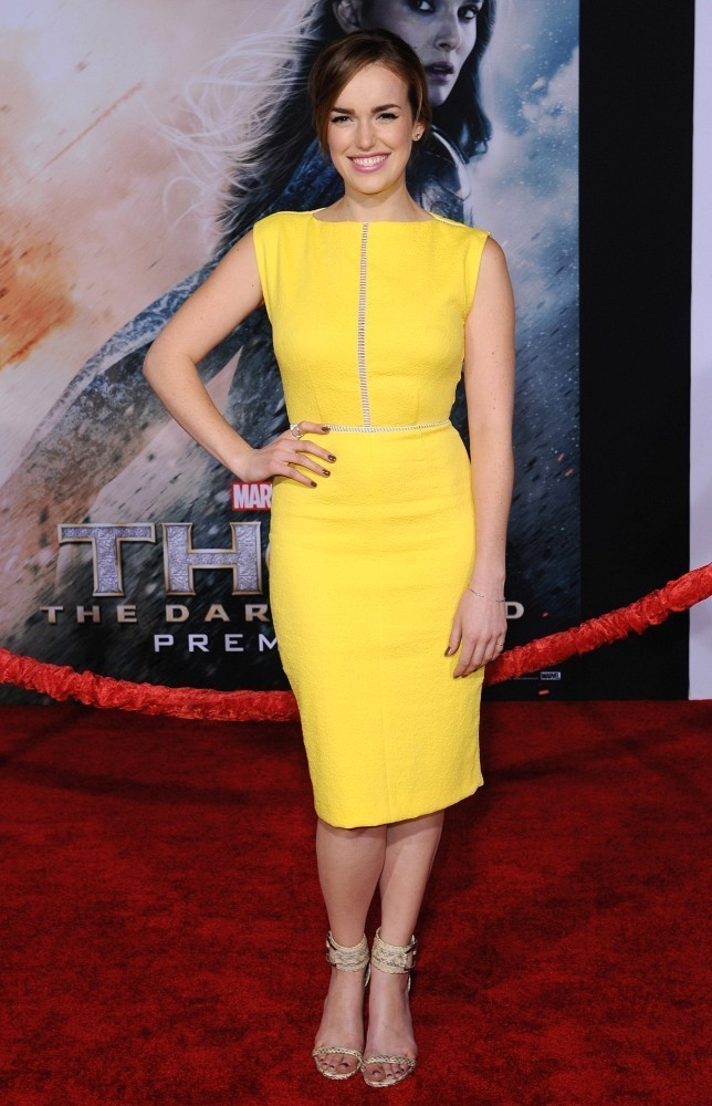 Elizabeth Henstridge In Yellow Dress Pics