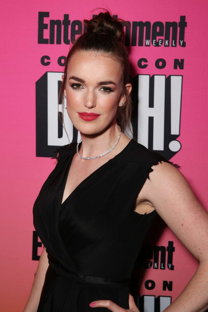 Elizabeth Henstridge Makeup Images