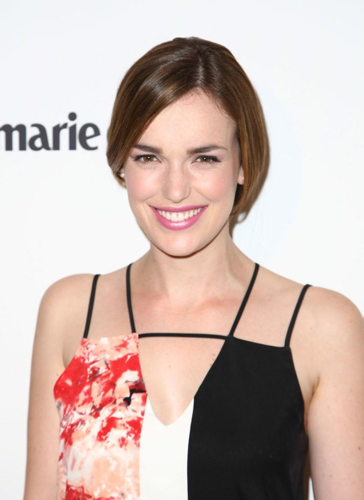 Elizabeth Henstridge Offsholder Images