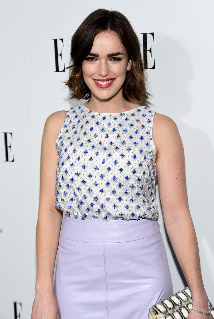 Elizabeth Henstridge Short Hair Sexy Look
