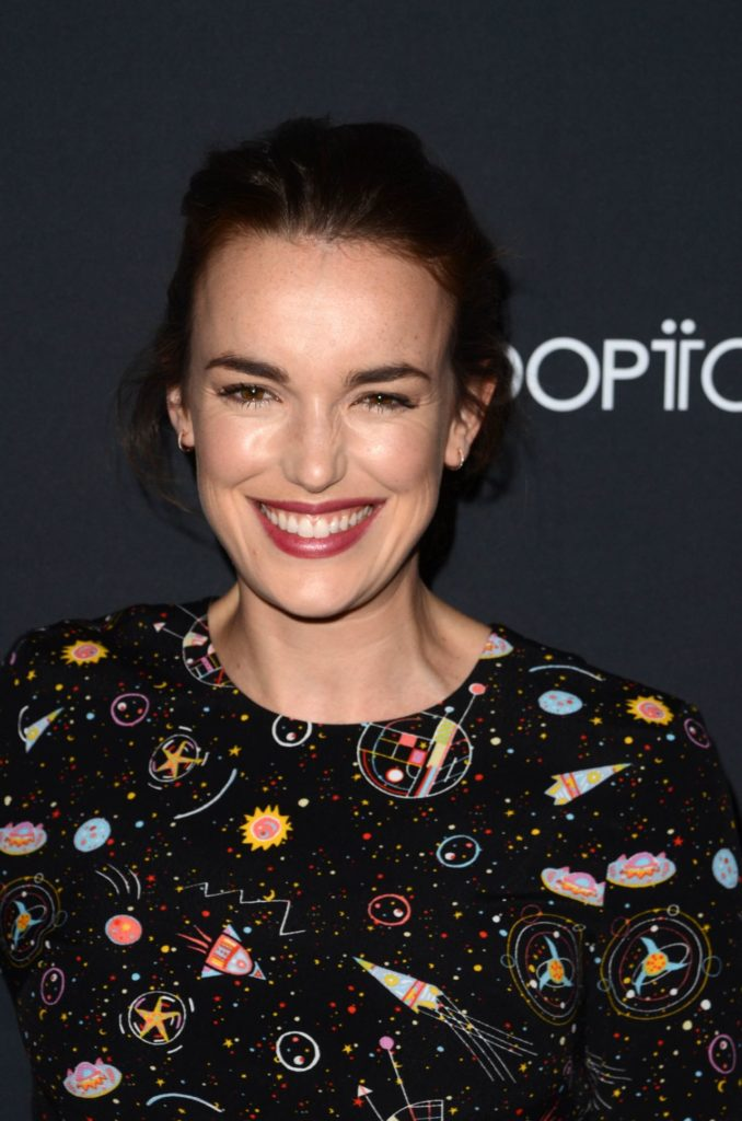 Elizabeth Henstridge makeup Photoshoot