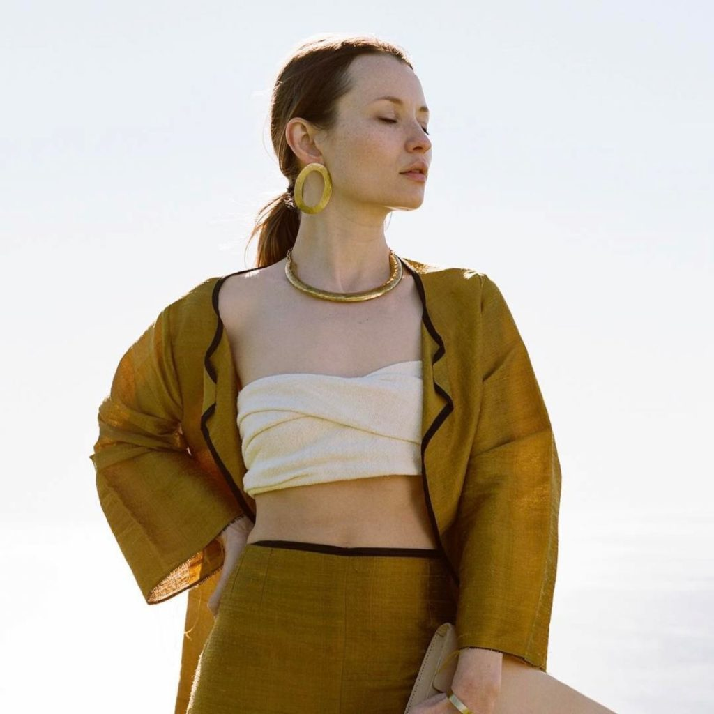 Emily Browning Bra Pictures