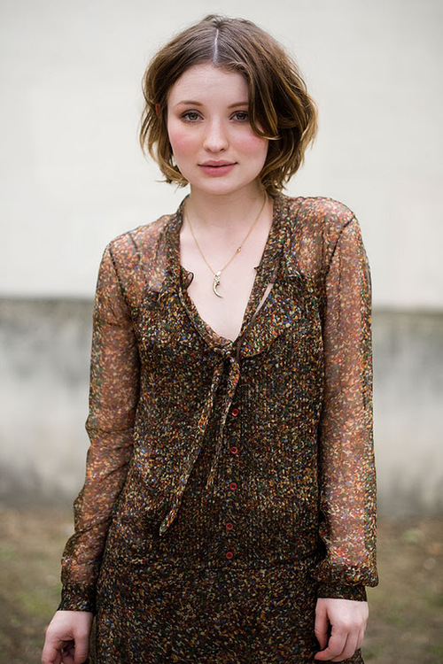 Emily Browning Shorts Hair Pictures