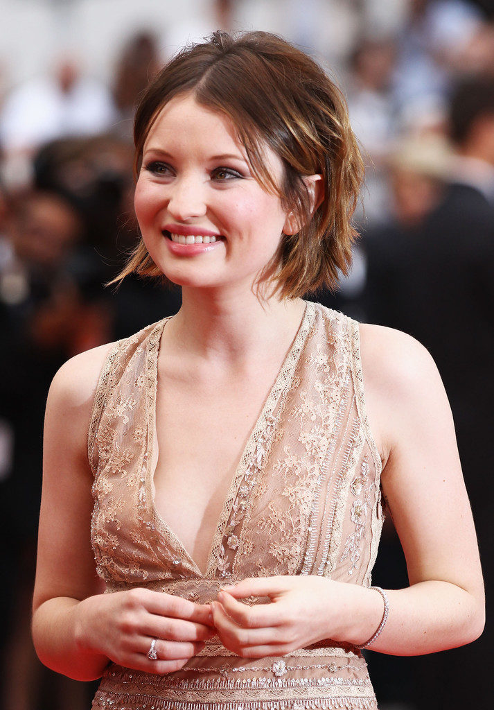 Emily Browning Smiling Pictures