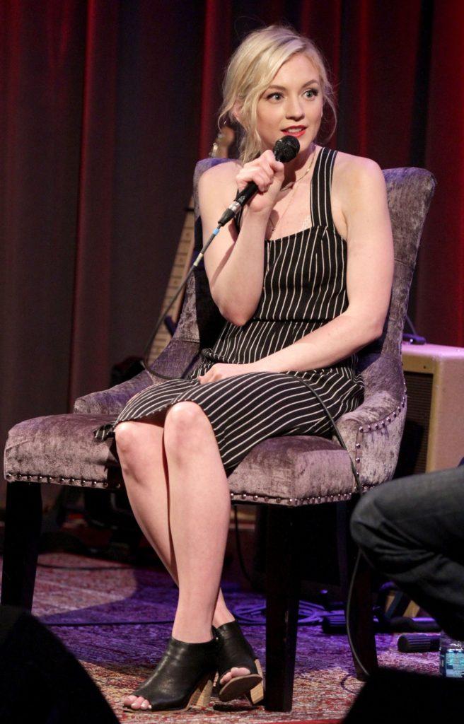 Emily Kinney Legs PIctures