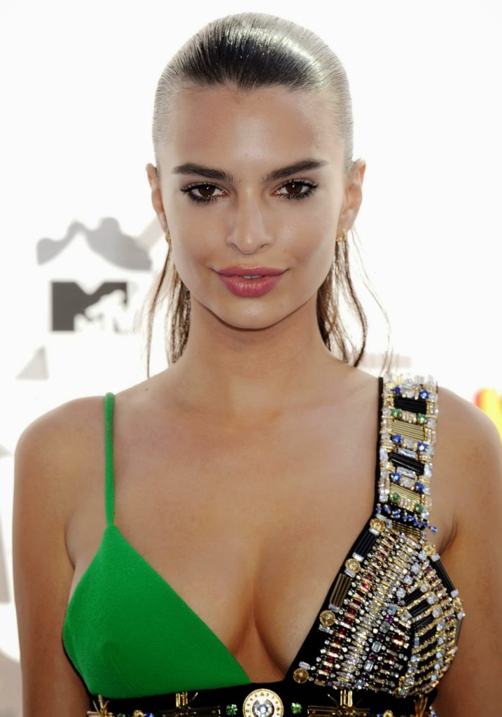 Emily Ratajkowski Makeup Wallppers