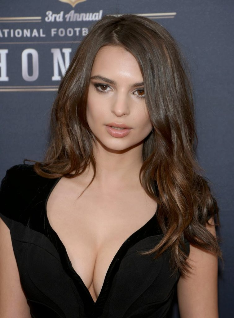 Emily Ratajkowski Topless Photos