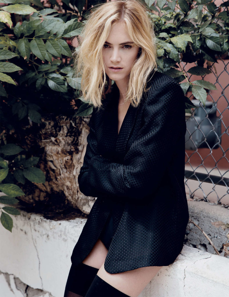 Emily Wickersham Beautiful Look Pics