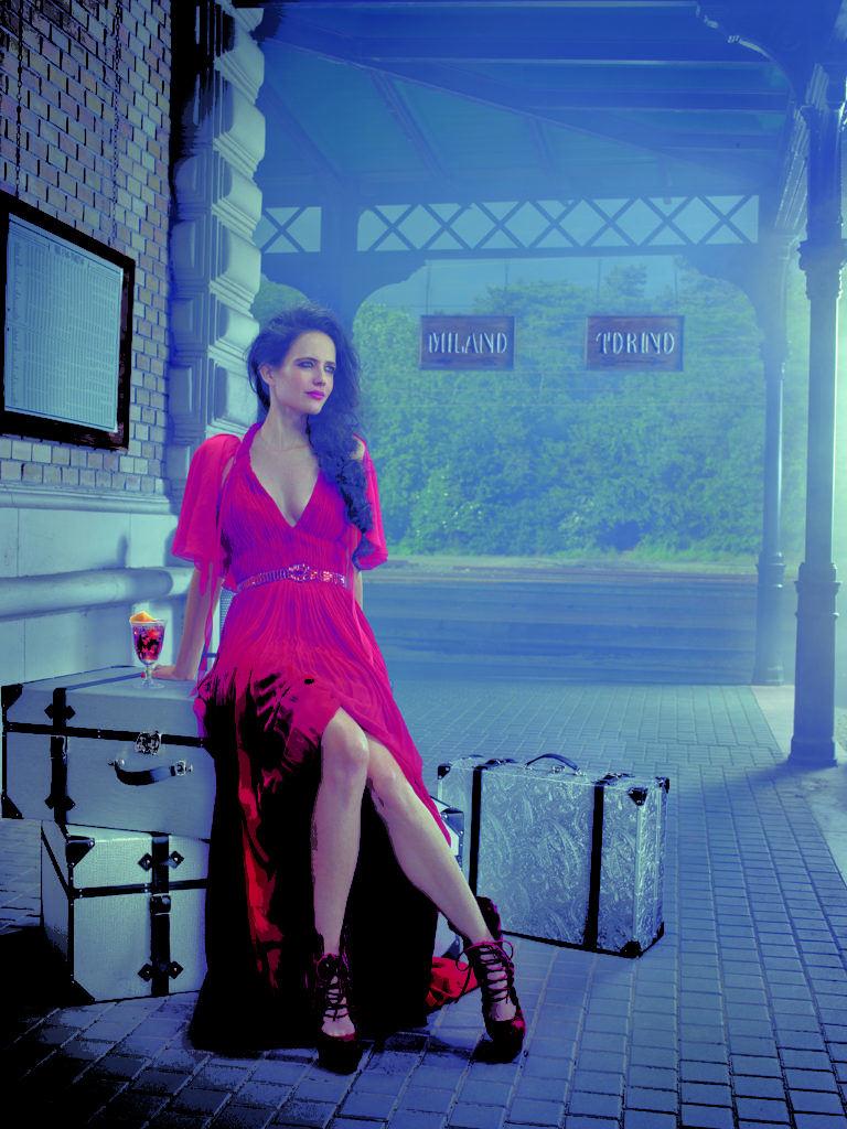 Eva Green In Sexy Gown Pics