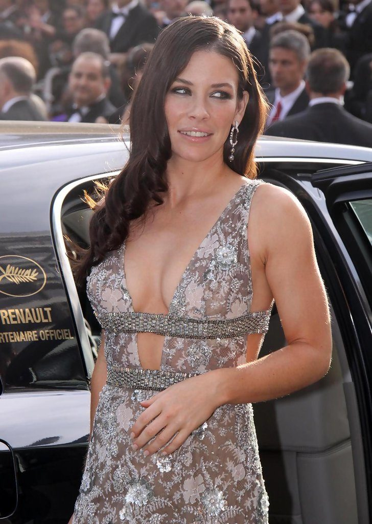 Evangeline Lilly Bra Cleavage Photos