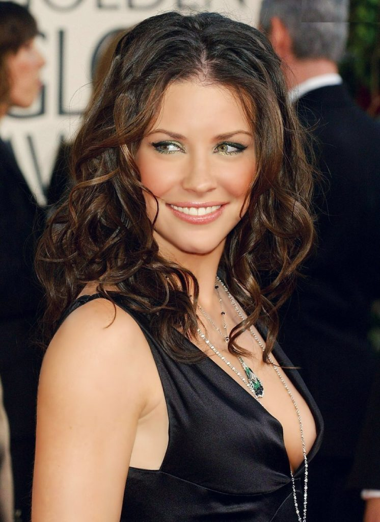 Evangeline Lilly Cute Smile Pics