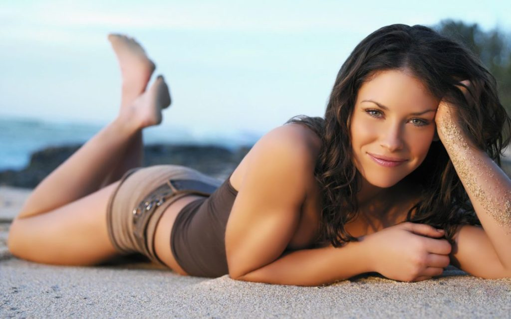 Evangeline Lilly On The Beach Photos